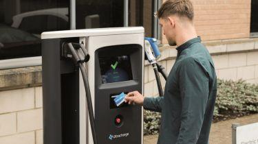 英国拥有比燃料站更多的电动汽车充电场所