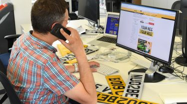 汽车号码板丑闻:买一个非法板块有多容易?