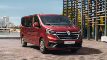 Renault通过Combi和SpaceClass变体显示更新的TRAFIC系列